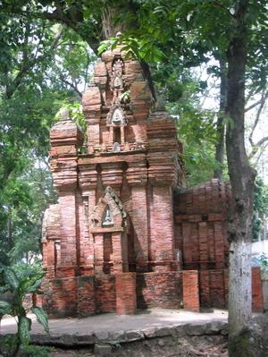 Cham_monument