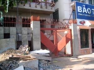 Orange_gates